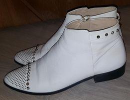 Фирменные,кожаные ботинки Zara