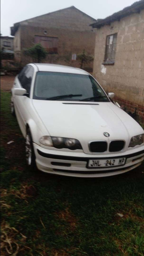 M43 engine with automatic gearbox. Papers and disc in order. 0