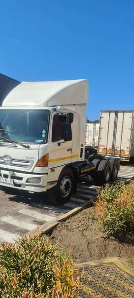 Hino 500 horse with tag axcle
