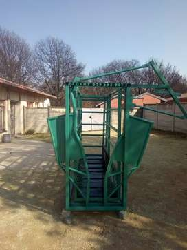 Cattle scale come with neck clamp and sliding gate at the back.