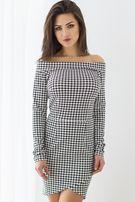 Dopasowana sukienka w pepitkę, asymetryczna, odkryte ramiona