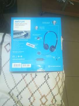 Noise isolating usb headset