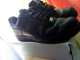 NIKE AIR FORCE 1 - Almost Brand New - Size 10 - Jet Black