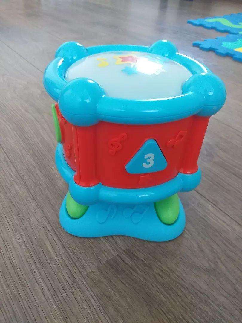 Hrající buben 0
