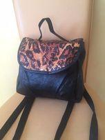 Стильный рюкзак с леопардовым принтом и паетками