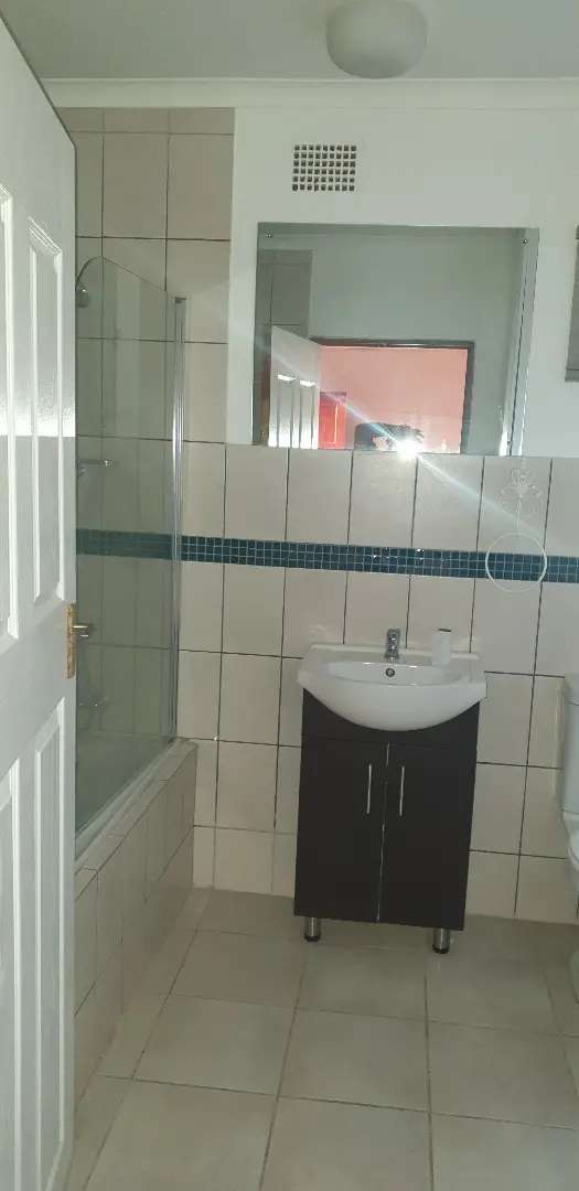 1 x bedroom flat to let for R 5 200/ month at Gordon's Bay 0