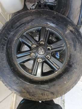 15inch original Toyota Hilux Dakar mags with tires