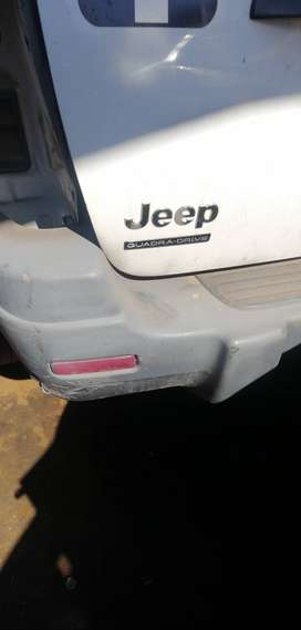 Jeep Grand Cherokee 4.0 LITRE stripping for spares.