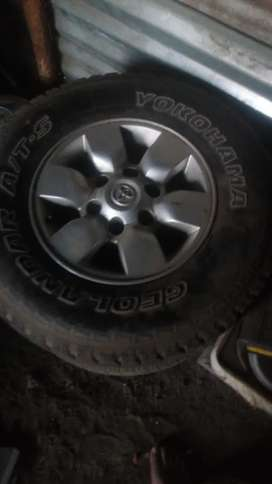 Rims 15 size with tyres for Toyota bakkie