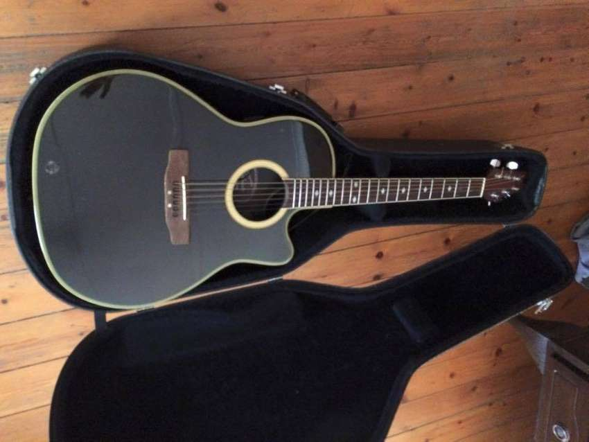 Applause Acoustic Guitar. 0