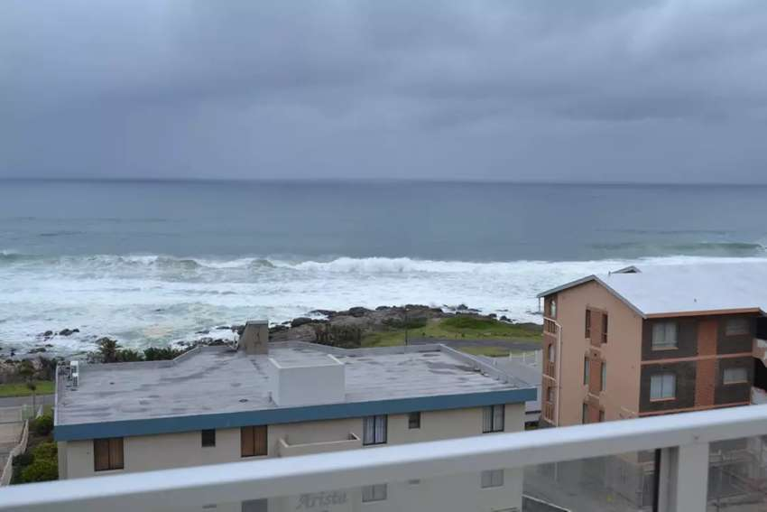 3 Bedroom Apartment For Sale in Uvongo Kzn 0
