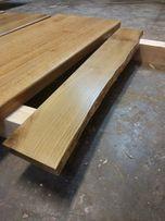 Parapety drewniane z litej deski. Naturalna krzywizna. Lakierowanie