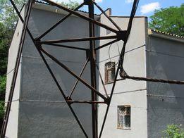 Стяжка и укрепление стен домов.