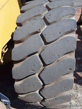 Tyre 23.5 L5 Radial Triangles (used)