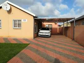 Bachelor's rooms to rent at Protea Glen