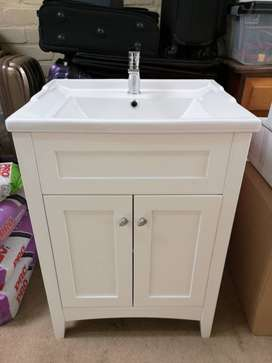 Bathroom Cabinet & Basin + Mirror Cabinet for sale! R3600 neg!!