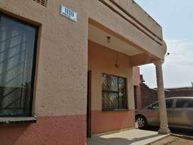 Beautiful & Stunning 2 bedrooms house to rent in Mapetla, SOWETO