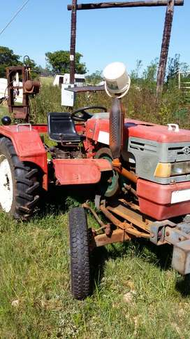 Single.cylinder 25 hp diesel tracktor with slasher.