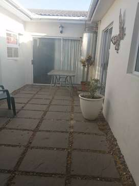 One bedroom unit available in Vredekloof