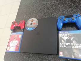 PS4 Slim 500GB 2 Controllers 3 Games 4500 Rand
