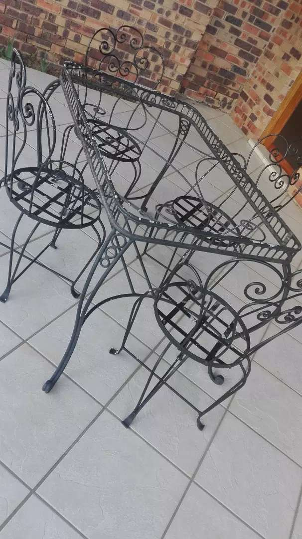 Antique collectors Garden steel table and 4 chairs