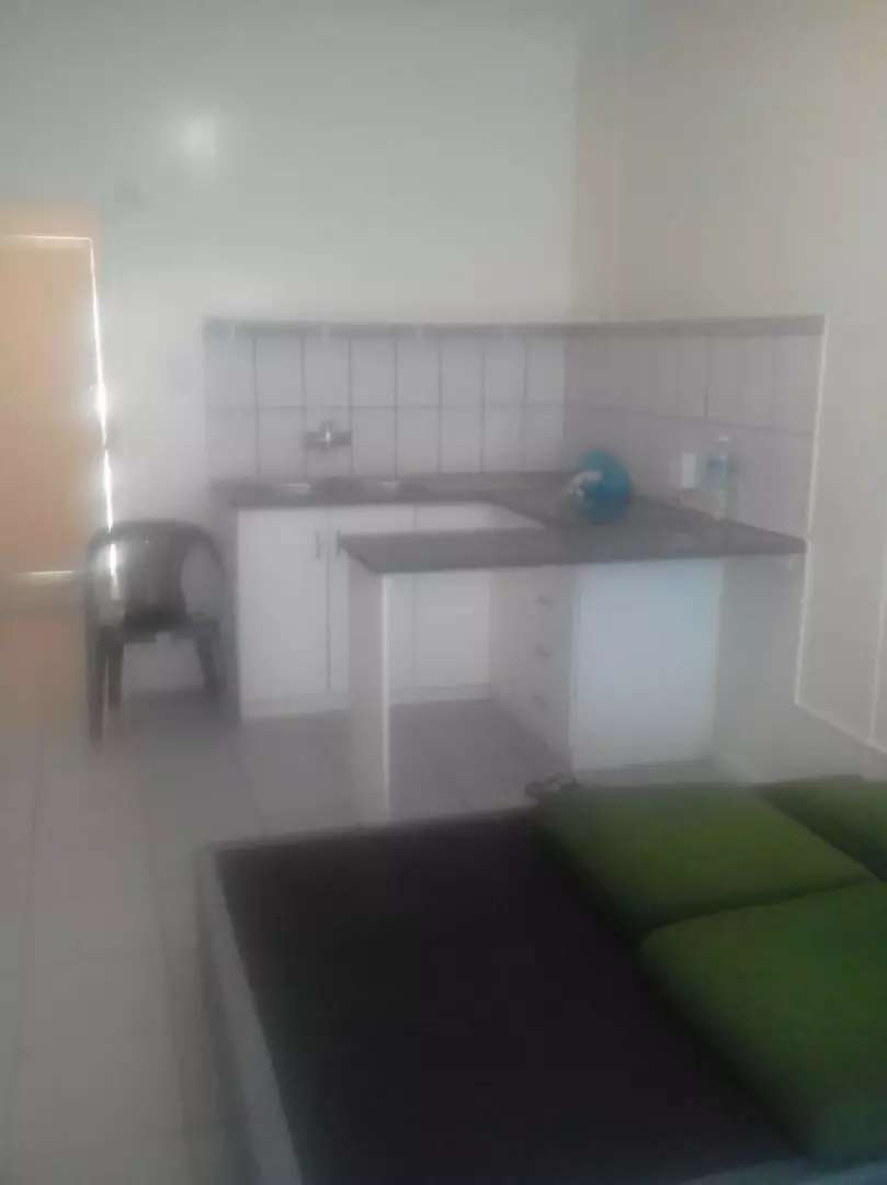 Bachelor flat to Rent 0