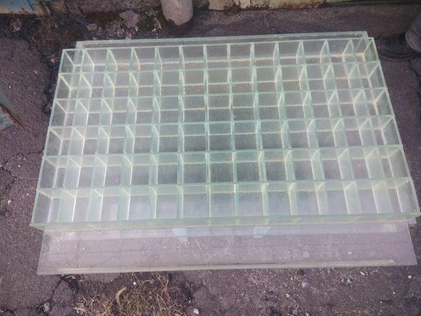 Стеклянная витрина под мелкий товар