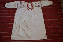 Старовинна вишита сорочка, домоткане вибілене полотно.