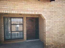 House to let at Emmangweni Section