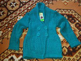 Сандалии, босоножки, свитер.