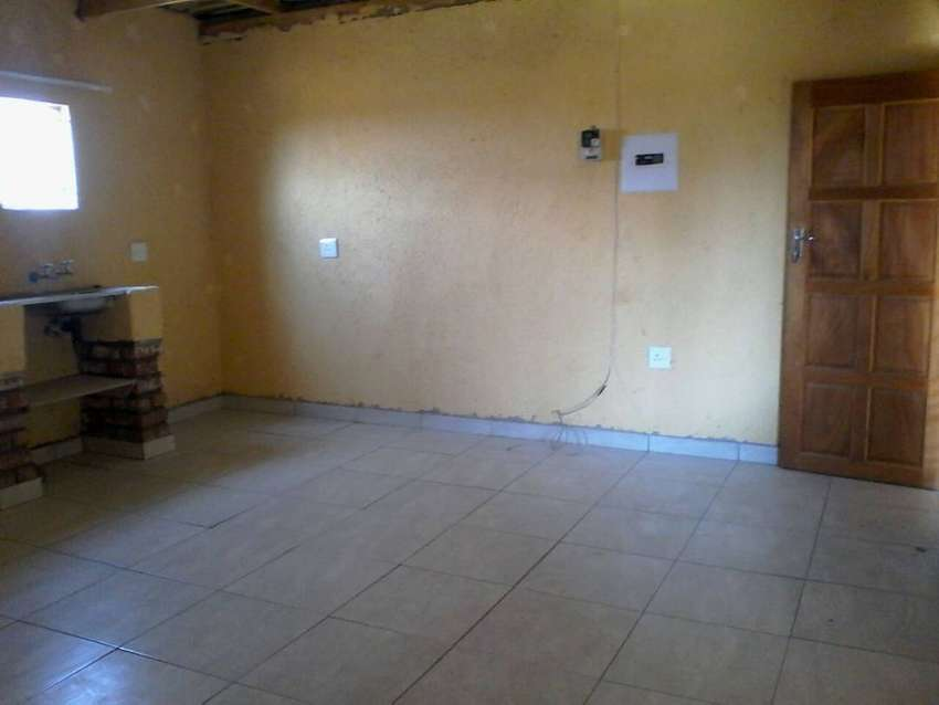 a stunning studio pad available for R3100 in Daville, Pretoria west 0