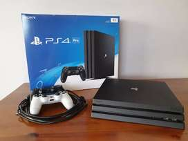 PS4 Pro 1TB + 2 Controllers + 1 Game