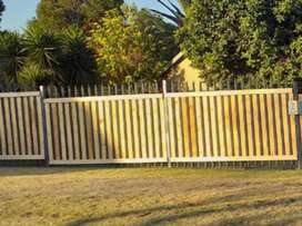 Cover your palisades with pine planks for more privacy