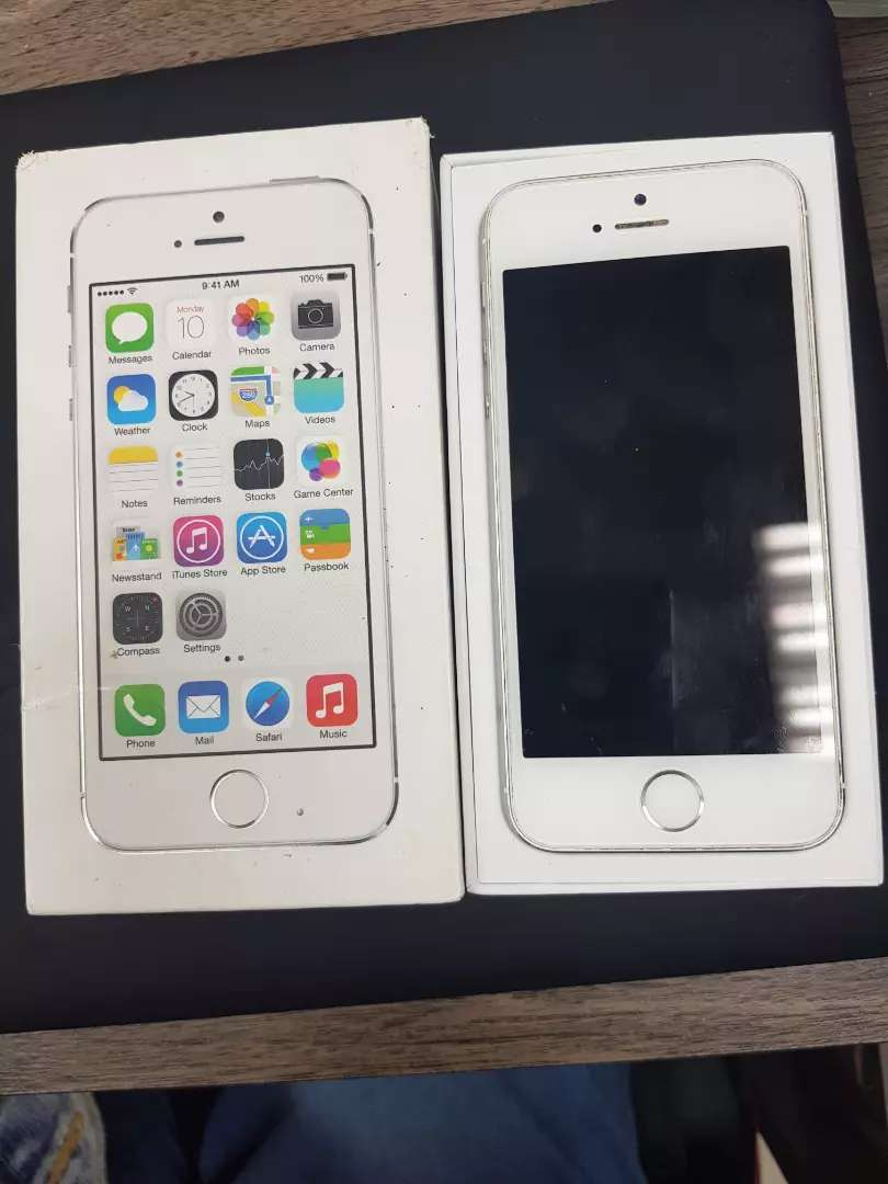 Iphone 5s with Box 0