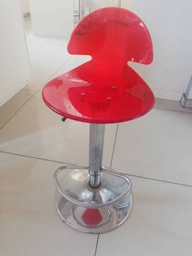 Set of 6 red bar stools hight adjustable