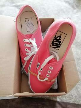 Size 5 Brand new VANS Authentic pink/white sneaker