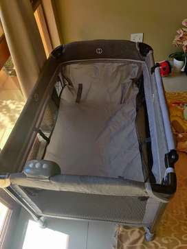 Baby bounce camp cot with mattress