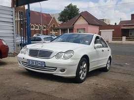 2005 Mercedes Benz C-class  automatic with sunroof