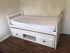Kids single bed with Pull out