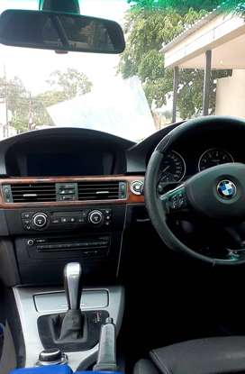 BMW 330I 2009 MODEL, the price R65k Neg 4 cash deal only