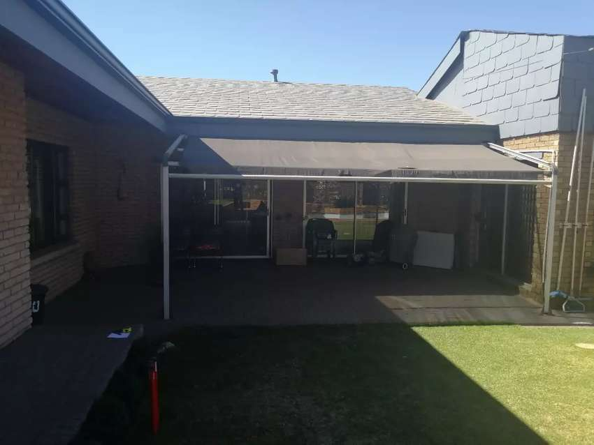 RETRACTABLE AWNING 0