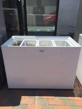 Top Glass deep freezer