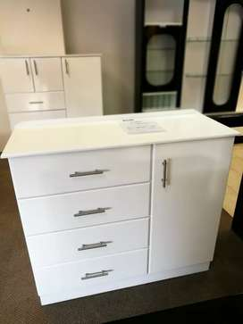 Hanging space Chest of drawers