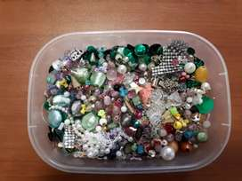 VARIOUS SEQUINS AND BEADS
