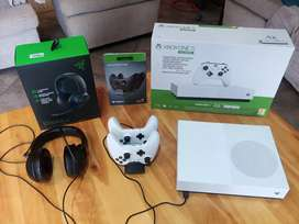 Xbox one S 1TB with Kraken X headset and dual charger station