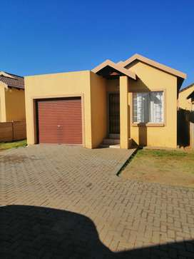 Townhouse For Sale in Mo3hlakeng