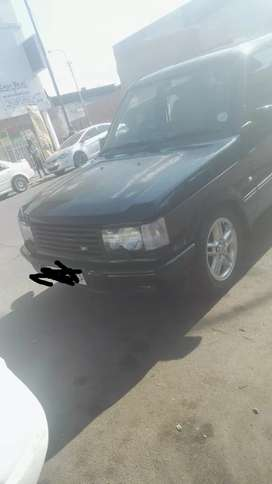Stripping range rover vogue for spares and accessories