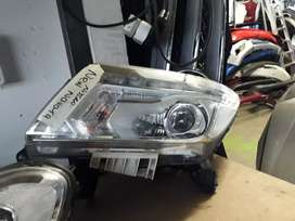 NISSAN NAVARA LEFT HEADLIGHT 2020 MODEL NEW SHAPE