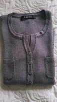Szary sweterek ze srebrna nitką i ozdobnymi guzikami, rozmiar XS