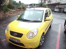 2010 kia Picanto, very lite on fuel,  looks small but very specious